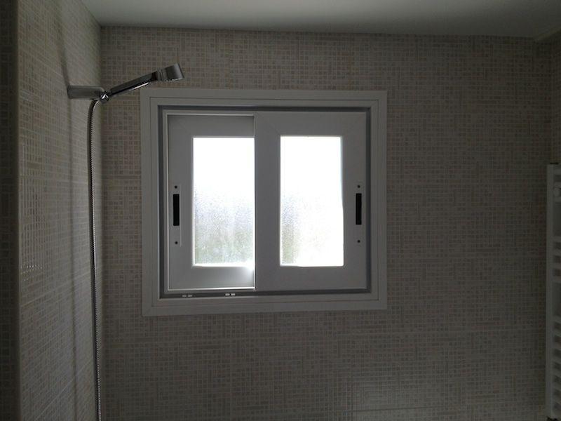 Reforma de un baño con ventanas en Madrid.
